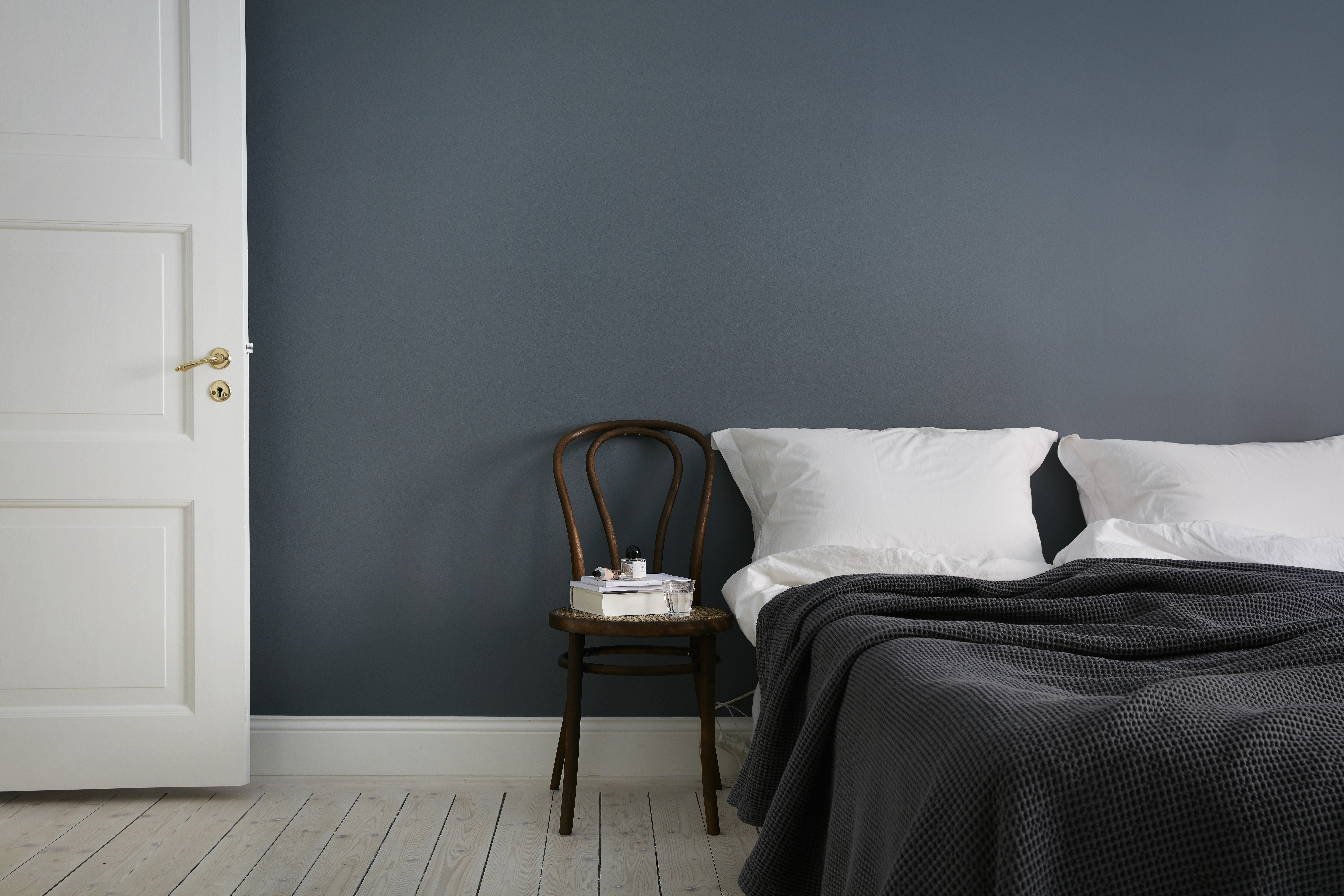 minimal bedroom, teal wall paint